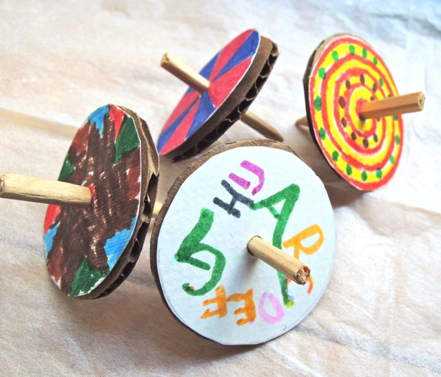 お正月は伝統遊び〜手作りコマが簡単で楽しい!