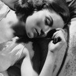 「金縛り」の原因は睡眠不足にあり?睡眠障害を科学的根拠で説明