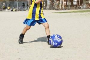 成長痛で膝が痛いのは運動のせい?